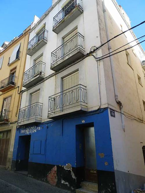 Alcañiz - Three-storey building with three independent houses