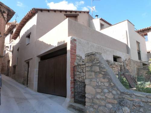 La Cerollera - Antique but completely reformed three storey house