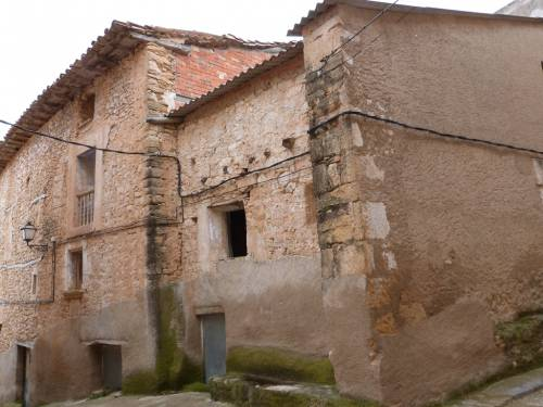 Fórnoles - Antique house with 3 storeys of 100m2 each