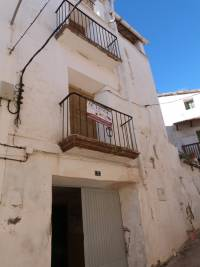 La Ginebrosa -  Furnished corner house with 3 floors