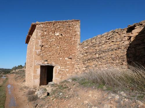 Valjunquera - Rustic stone building with 300 m of land